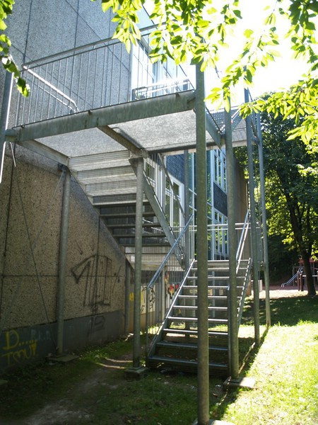 aufbau einer treppe f r eine grundschule metallbau rutz stolberg bei aachen. Black Bedroom Furniture Sets. Home Design Ideas