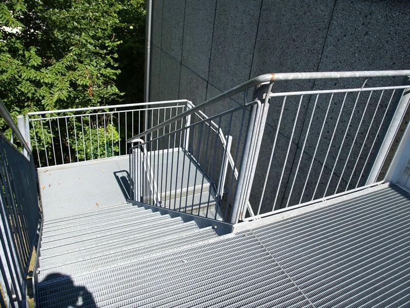 aufbau einer treppe f r eine grundschule metallbau rutz. Black Bedroom Furniture Sets. Home Design Ideas